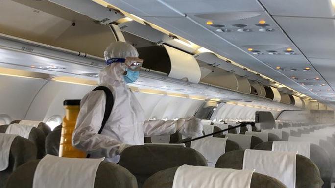 Bộ Y tế: Ca Covid-19 thứ 30 là người nước ngoài đi cùng chuyến bay VN0054 - Ảnh 1.