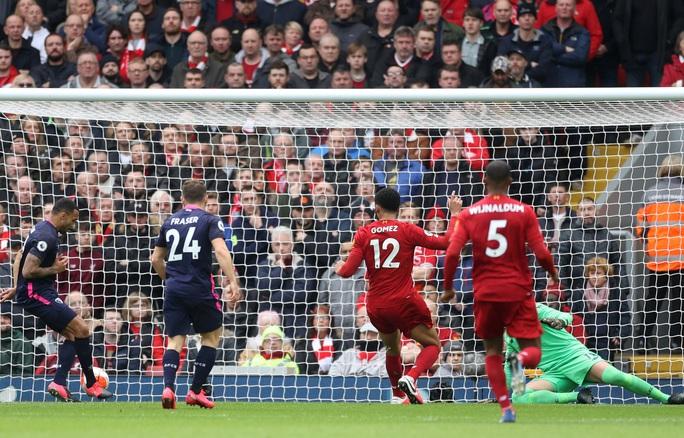 Liverpool giải cơn hạn bàn thắng, sao Ai Cập chạm mốc kỷ lục - Ảnh 1.