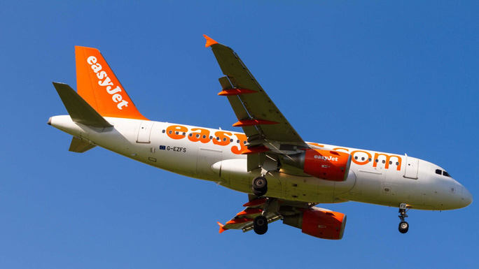 Máy bay quay đầu 2 lần vì hàng loạt hành khách say xỉn - Ảnh 1.