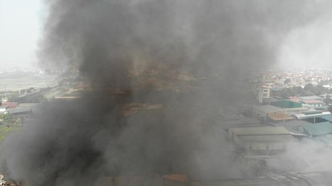 Cháy lớn tại khu xưởng rộng hơn 1.000 m2 trong khu công nghiệp - Ảnh 3.