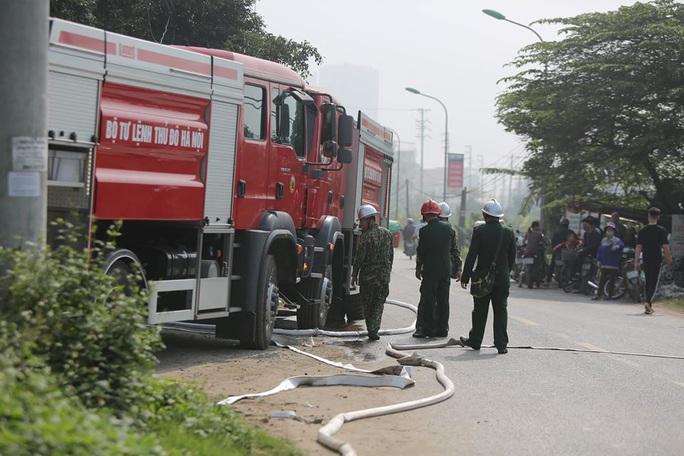 Cháy lớn tại khu xưởng rộng hơn 1.000 m2 trong khu công nghiệp - Ảnh 10.