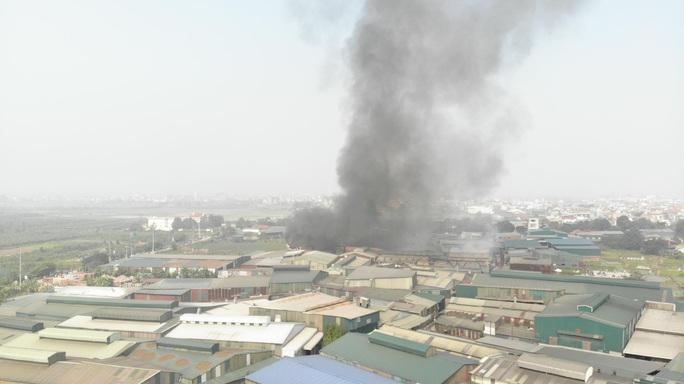 Cháy lớn tại khu xưởng rộng hơn 1.000 m2 trong khu công nghiệp - Ảnh 5.