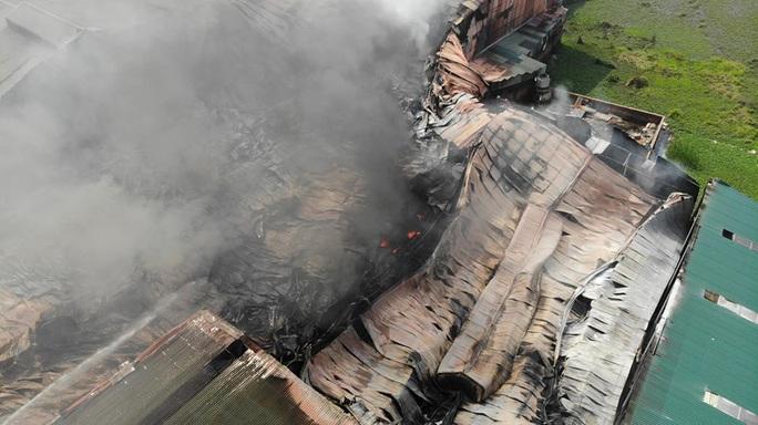 Cháy lớn tại khu xưởng rộng hơn 1.000 m2 trong khu công nghiệp - Ảnh 6.