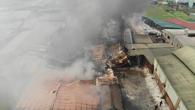 Cháy lớn tại khu xưởng rộng hơn 1.000 m2 trong khu công nghiệp - Ảnh 7.