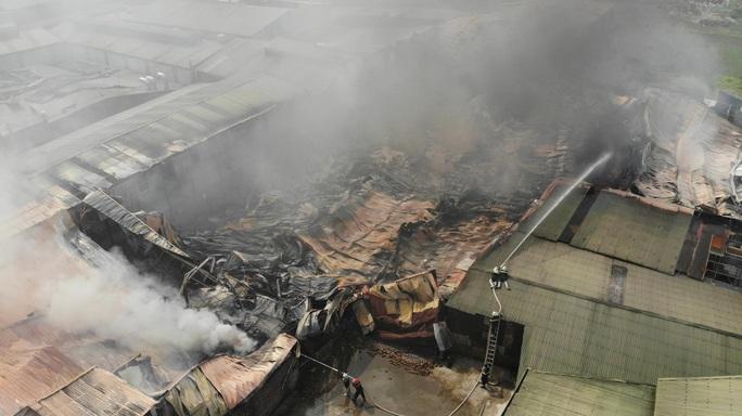 Cháy lớn tại khu xưởng rộng hơn 1.000 m2 trong khu công nghiệp - Ảnh 8.