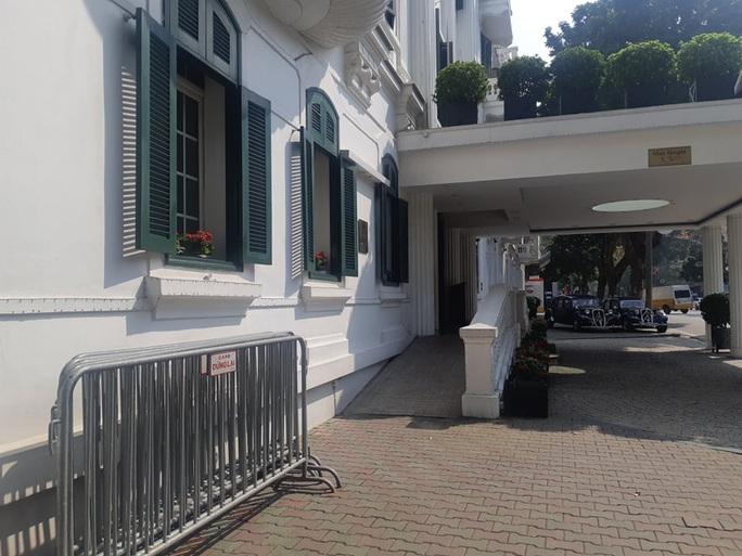 CLIP: Khách sạn 5 sao Metropole cùng nhiều khách sạn hạng sang khác bị rà soát vì Covid-19 - Ảnh 13.