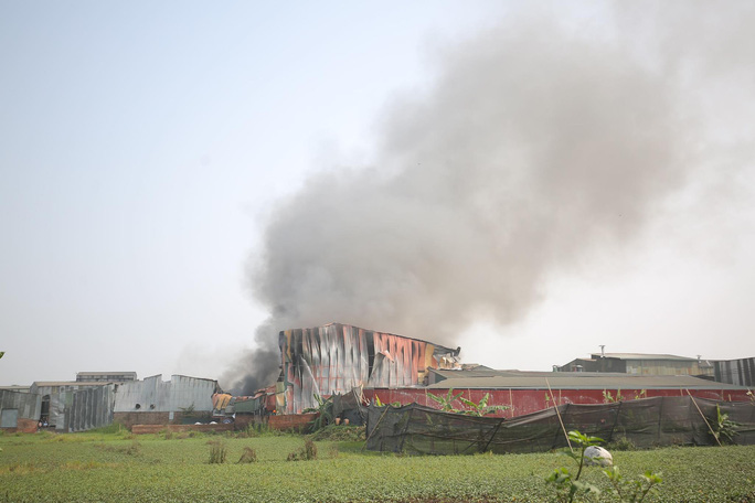 Cháy lớn tại khu xưởng rộng hơn 1.000 m2 trong khu công nghiệp - Ảnh 9.