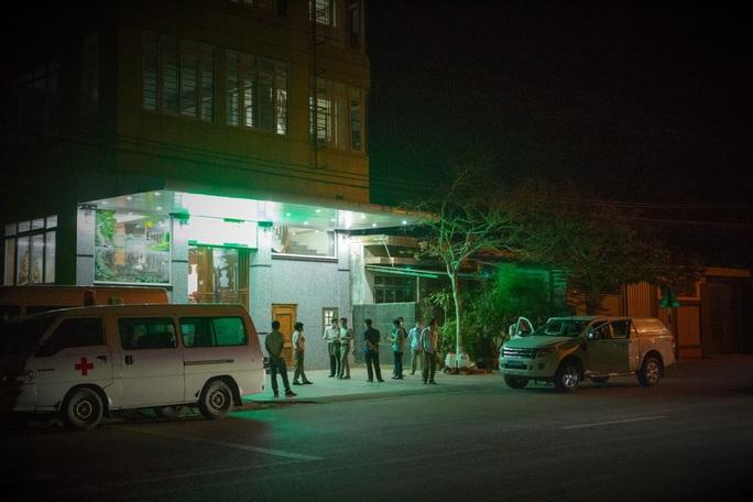 Phong tỏa khách sạn, nhà hàng nơi nữ du khách Anh nhiễm Covid-19 ghé đến - Ảnh 5.