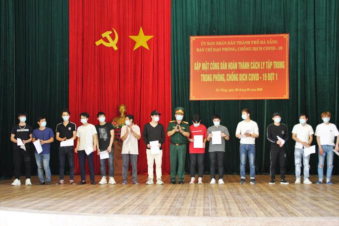 Đà Nẵng: Đưa 57 công dân Việt về từ Daegu rời khu cách ly sau 14 ngày - Ảnh 4.