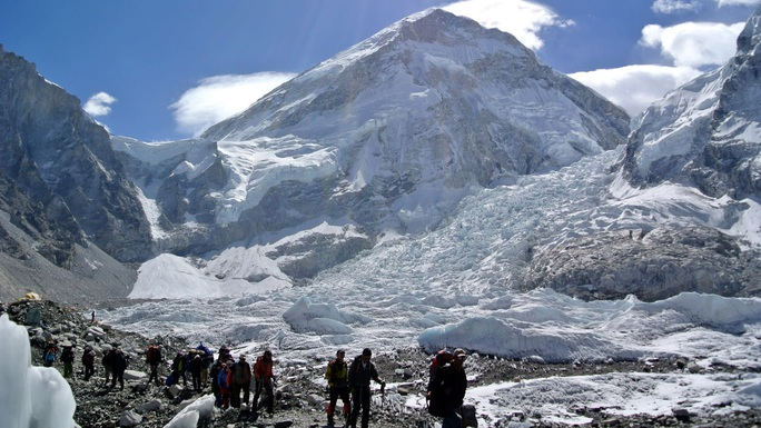 Xe buýt rơi vào khe núi, 19 người thiệt mạng ở dãy Himalaya - Ảnh 1.