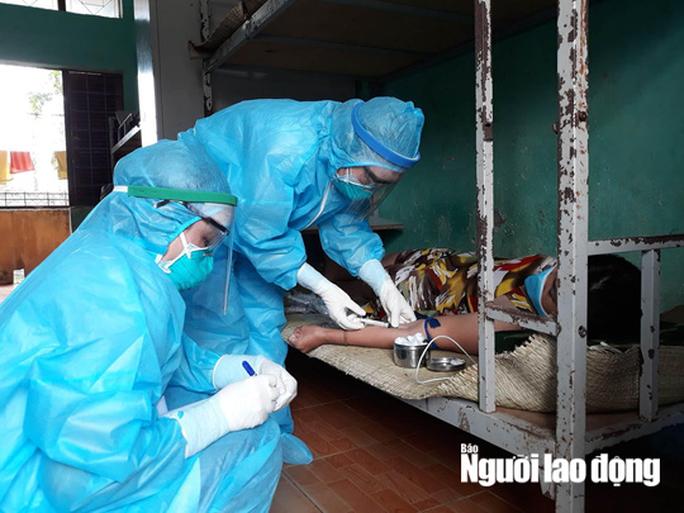 Xét nghiệm khẩn 5 người ở Quảng Bình tiếp xúc với cô gái Hà Tĩnh mắc Covid-19 - Ảnh 1.
