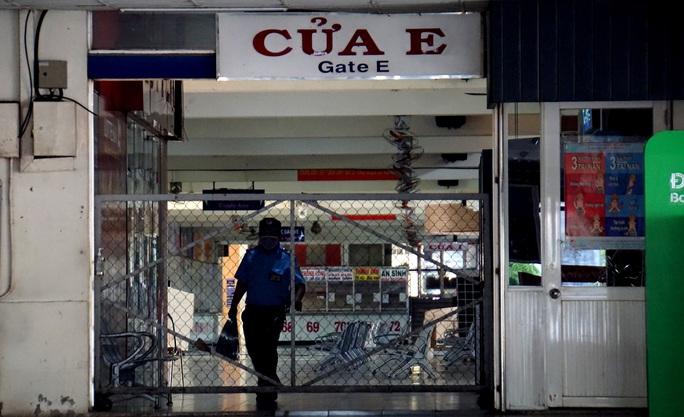 Lần đầu chứng kiến cảnh không một hành khách ở Bến xe Miền Đông - Ảnh 2.