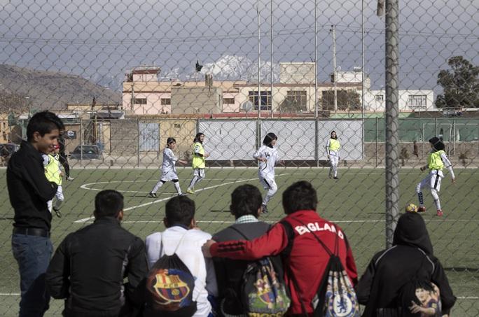 FIFA tung gói trợ giúp 2,7 tỉ USD giải cứu bóng đá - Ảnh 5.