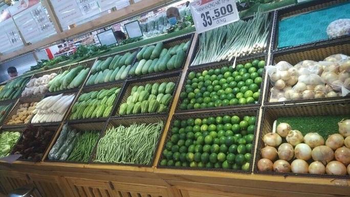 TP HCM: Chợ, siêu thị vắng hoe trong ngày đầu cách ly toàn xã hội - Ảnh 6.