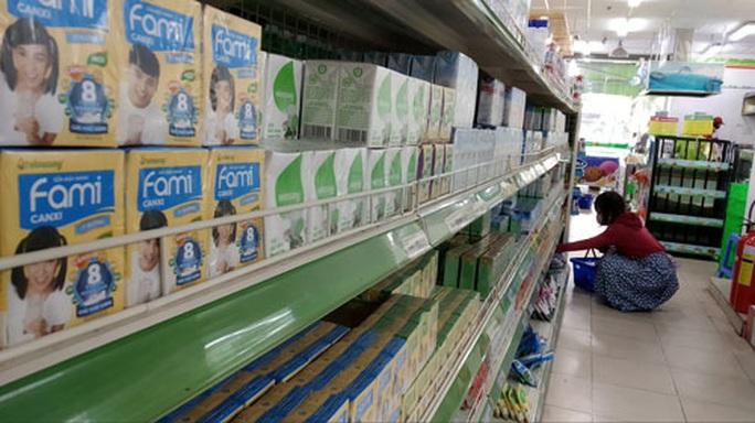 Chung tay chống dịch Covid-19: Hàng hóa đầy chợ, siêu thị - Ảnh 1.