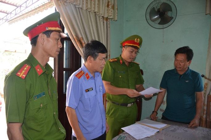 Khởi tố Chủ tịch phường Điện Dương và Trưởng phòng tài nguyên thị xã Điện Bàn - Ảnh 3.