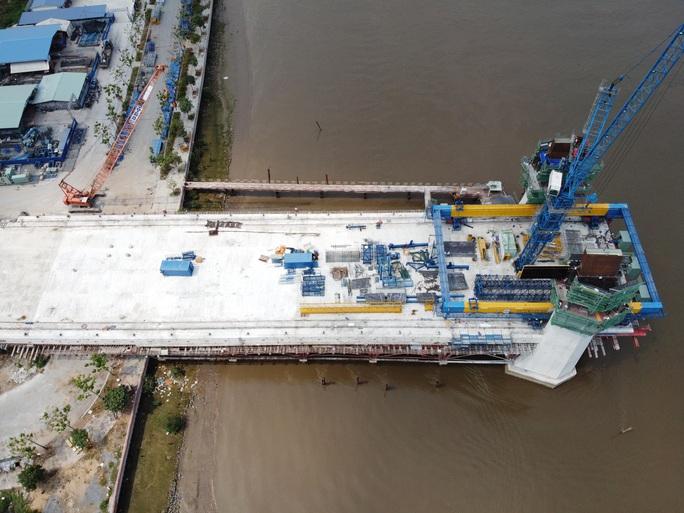 Nhìn từ trên cao, công trình cầu Thủ Thiêm 2 ở TP HCM hiện thế nào? - Ảnh 9.