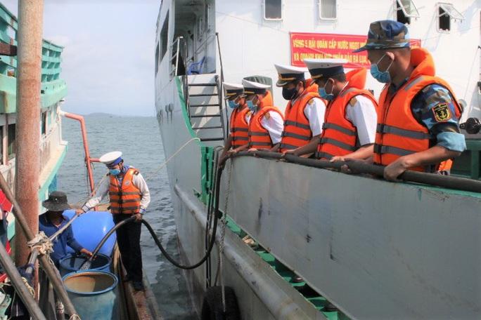 Hàng ngàn hộ dân ở Bạc Liêu và các đảo Tây Nam vui mừng đón nước ngọt - Ảnh 8.
