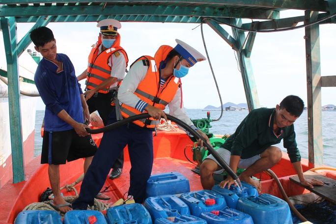 Hàng ngàn hộ dân ở Bạc Liêu và các đảo Tây Nam vui mừng đón nước ngọt - Ảnh 9.