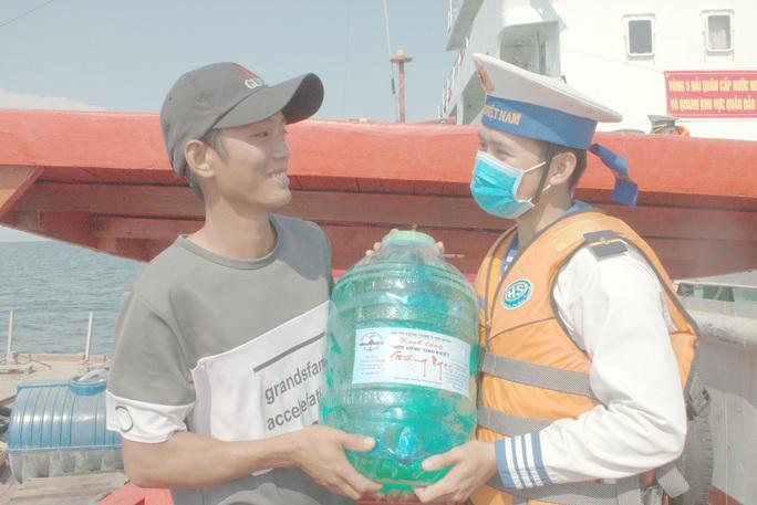 Hàng ngàn hộ dân ở Bạc Liêu và các đảo Tây Nam vui mừng đón nước ngọt - Ảnh 4.