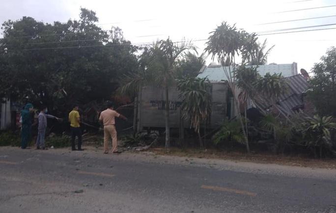 Quảng Nam: Đi tập thể dục, bà bị xe tải tông chết, 2 cháu trọng thương - Ảnh 1.