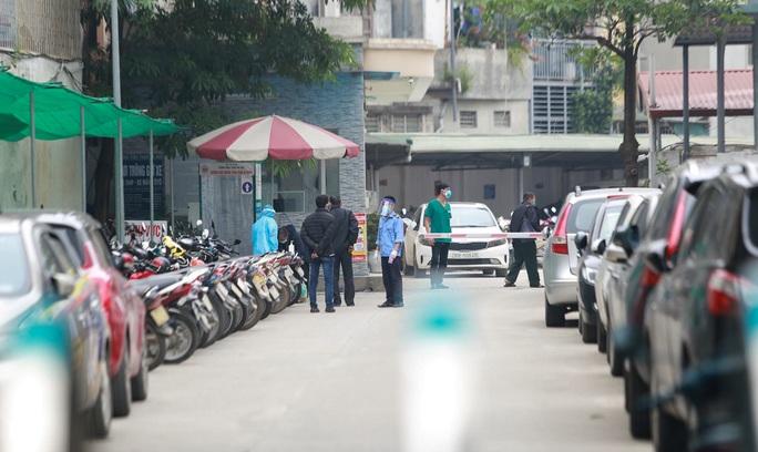Xét nghiệm toàn bộ y bác sĩ, bệnh nhân Bệnh viện thận Hà Nội liên quan đến ca Covid-19 số 254 - Ảnh 2.