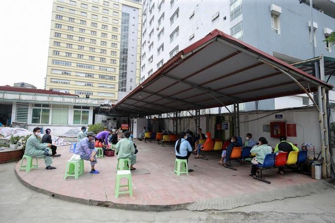 Xét nghiệm toàn bộ y bác sĩ, bệnh nhân Bệnh viện thận Hà Nội liên quan đến ca Covid-19 số 254 - Ảnh 3.