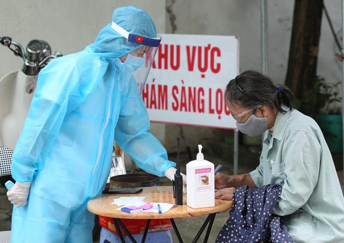 Xét nghiệm toàn bộ y bác sĩ, bệnh nhân Bệnh viện thận Hà Nội liên quan đến ca Covid-19 số 254 - Ảnh 5.