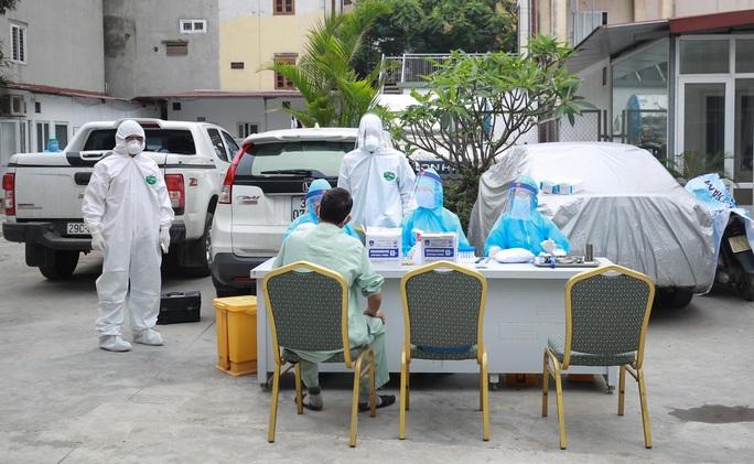 Xét nghiệm toàn bộ y bác sĩ, bệnh nhân Bệnh viện thận Hà Nội liên quan đến ca Covid-19 số 254 - Ảnh 6.