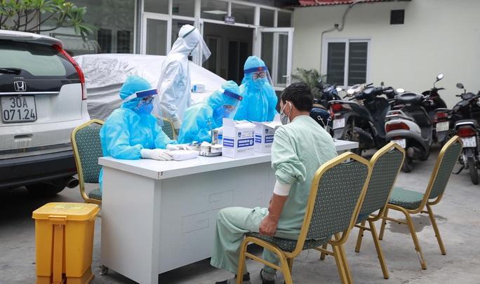 Xét nghiệm toàn bộ y bác sĩ, bệnh nhân Bệnh viện thận Hà Nội liên quan đến ca Covid-19 số 254 - Ảnh 11.