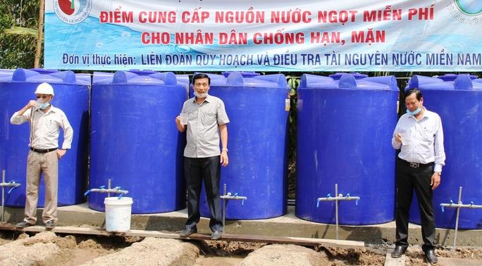 Hàng ngàn hộ dân ở Bạc Liêu và các đảo Tây Nam vui mừng đón nước ngọt - Ảnh 2.