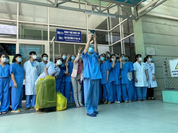 Bệnh nhân cuối cùng xuất viện, Đà Nẵng không còn ca mắc Covid-19 - Ảnh 1.