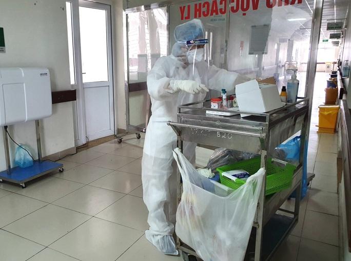 Thêm 2 ca mắc Covid-19 mới, 1 nữ sinh liên quan bệnh nhân 243 ở ổ dịch Hạ Lôi - Ảnh 2.