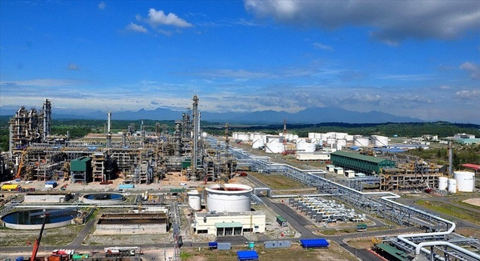 PVN kiến nghị tạm ngừng nhập khẩu xăng dầu để giảm tồn kho 2 nhà máy Dung Quất và Nghi Sơn - Ảnh 1.