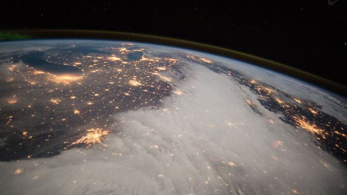 Covid-19: Con người ở nhà, trái đất thay đổi sững sờ - Ảnh 1.