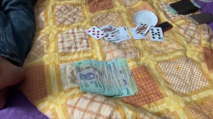 Bắt giữ 4 đối tượng tham gia đánh bạc ở Quảng Trị - Ảnh 1.