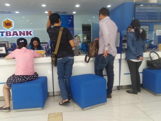 Giảm lãi suất, ngân hàng cho vay mới 180.000 tỉ đồng - Ảnh 1.