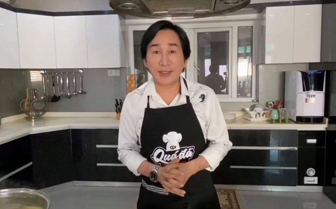 Kim Tử Long, Kim Tiểu Long bày cách nấu ăn, ca vọng cổ hot tặng khán giả - Ảnh 1.