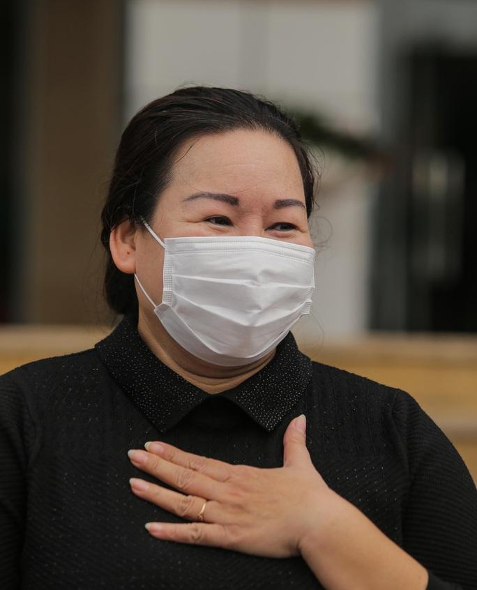 Nữ điều dưỡng Bệnh viện Bạch Mai mắc Covid-19: Tôi đã phải cố bò dậy ăn cốc cháo nguội - Ảnh 2.