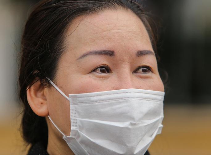 Nữ điều dưỡng Bệnh viện Bạch Mai mắc Covid-19: Tôi đã phải cố bò dậy ăn cốc cháo nguội - Ảnh 3.