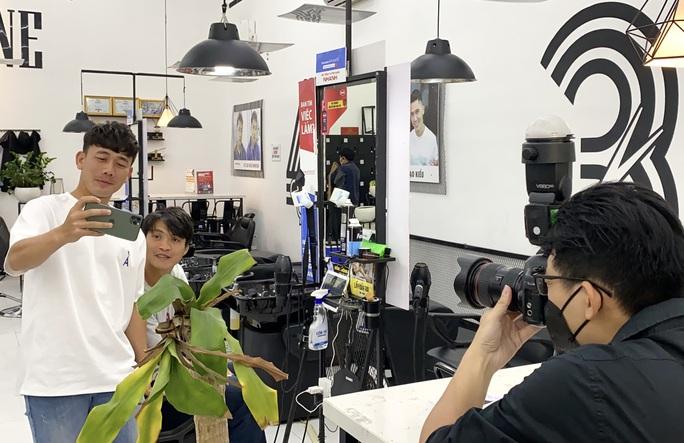Điểm danh những gương mặt vàng làng quảng cáo bóng đá Việt đủ sức đe dọa Trấn Thành, Trường Giang - Ảnh 4.