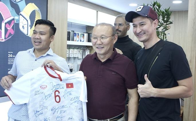 Điểm danh những gương mặt vàng làng quảng cáo bóng đá Việt đủ sức đe dọa Trấn Thành, Trường Giang - Ảnh 2.