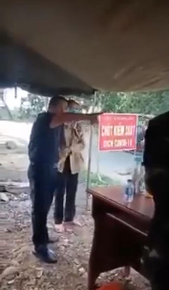 Tạm đình chỉ công tác Phó Chủ tịch HĐND chống đối đo thân nhiệt - Ảnh 1.