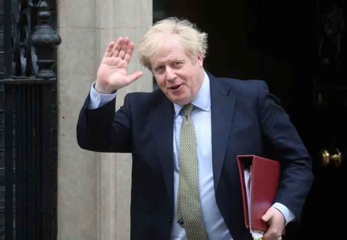 Thủ tướng Anh nói câu gì đầu tiên sau khi xuất viện? - Ảnh 1.