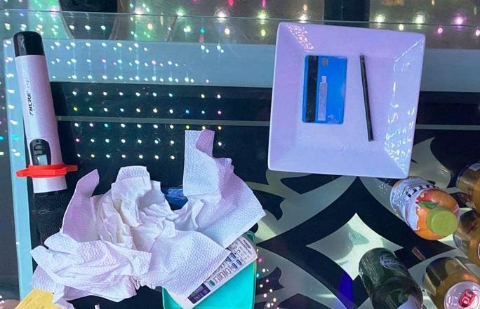 11 thanh niên mở tiệc sinh nhật bằng ma túy, thác loạn tập thể trong quán karaoke - Ảnh 3.