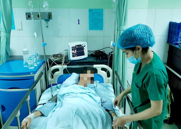 Cắt nửa mét ruột cứu người đàn ông ở Quảng Nam bị đâm xuyên bụng - Ảnh 1.