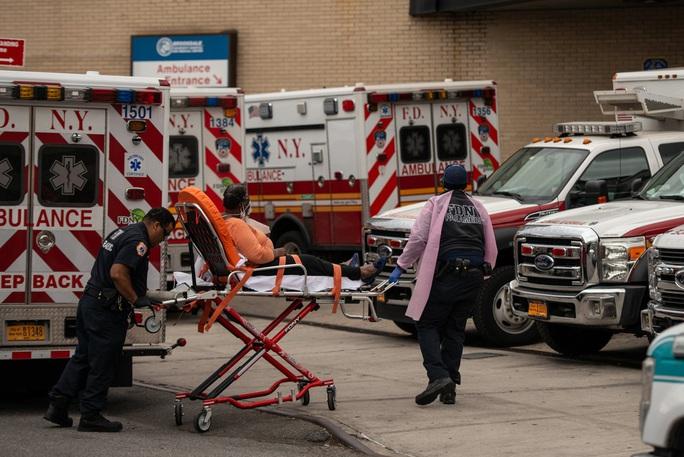 Covid-19 ở Mỹ: Kỷ lục buồn về số ca tử vong, lần đầu tiên 50 bang ban bố tình trạng thảm họa - Ảnh 1.