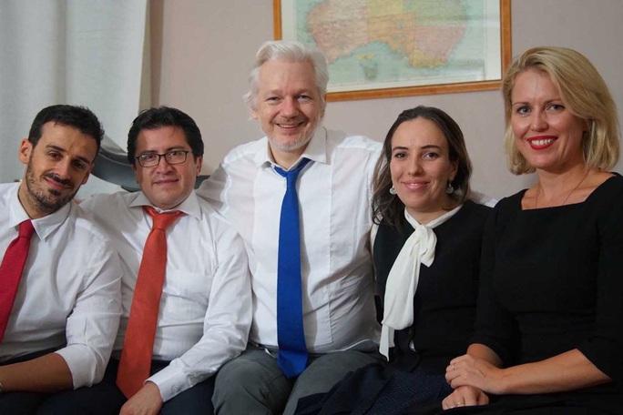 Ông chủ WikiLeaks bí mật có 2 con với luật sư tại đại sứ quán Ecuador - Ảnh 1.