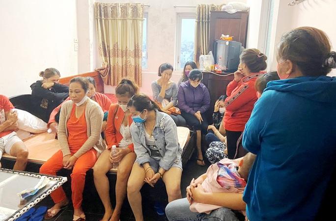 Phá ổ bạc trong khách sạn với 21 phụ nữ sát phạt giữa lúc giãn cách xã hội - Ảnh 1.