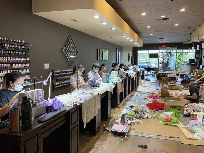 Covid-19: Cử chỉ đẹp của các tiệm nail người Việt tại Mỹ - Ảnh 2.